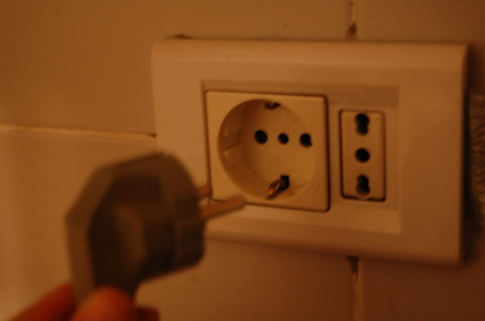 Подключение стиральной машины к электросети: правила безопасности и порядок работ
