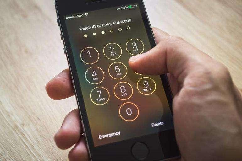 Как скрыть чат в WhatsApp: три способа
