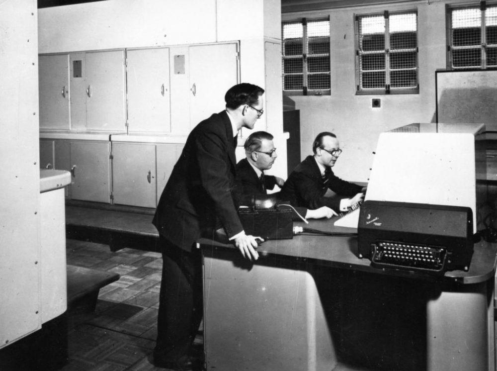 """Компьютер """"Марк 1"""" - первый американский программируемый компьютер: размеры, возможности, год ввода в эксплуатацию"""