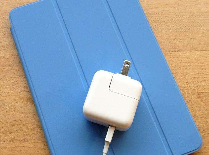 Можно ли пользоваться планшетом во время зарядки батареи?