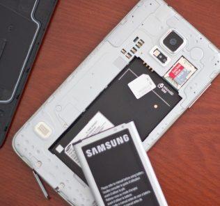"""Как вставить симку в """"Самсунг"""", """"Леново"""", """"Хуавей"""" и другие популярные брендовые смартфоны, не нажив при этом неприятностей"""